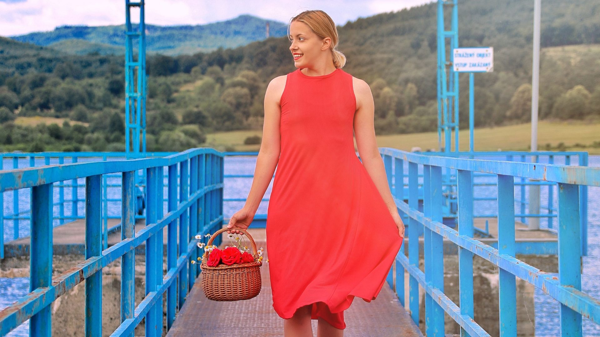 ba432a91d608 30 crazy farebných letných šiat do 30 eur – The Stylemon