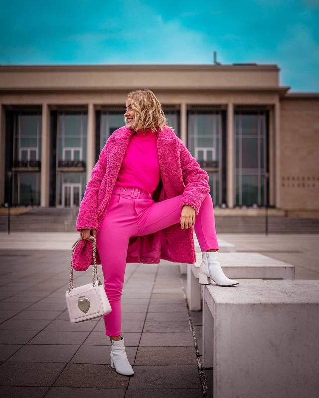 ruzovy zimny outfit teddy coat modna blogerka